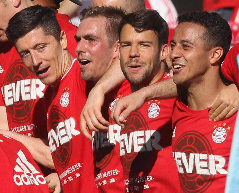 Los jugadores del Bayern celebraron su cuarto título en fila en A...