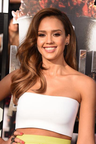 Jessica Alba, ¡hermosa!   Mira aquí los videos más chismosos.