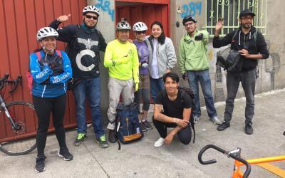 Un grupo de ciclistas voluntarios en la Central de Abastos de la Ciudad...
