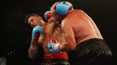 Francois Botha comenzó a sacudir a Williams a partir del noveno asalto.