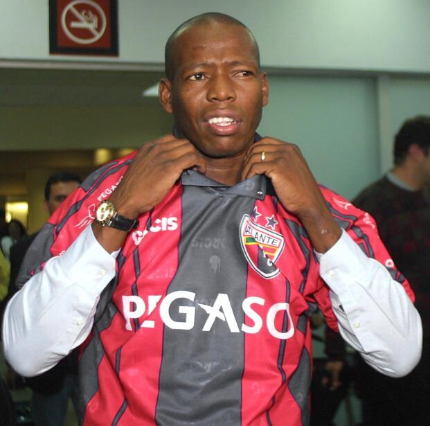 'Loco' Abreu vestirá en Uruguay su camisa 25 GettyImages-51983589.jpg