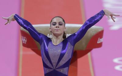 ARCHIVO - En esta foto del 29 de julio de 2012, la gimnasta estadouniden...