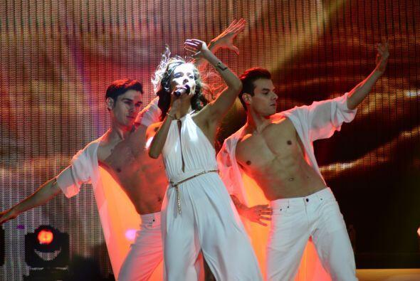 Virginia hizo un dueto con José Palacio.
