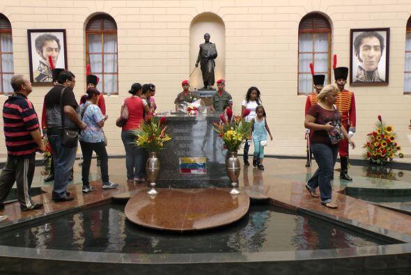 Imágenes de Simón Bolívar, el libertador, están en todos lados.