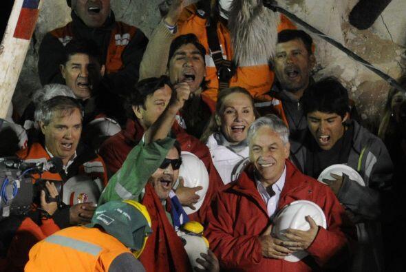 El último de los mineros en ser rescatados fue Luis Urzúa, el jefe de tu...