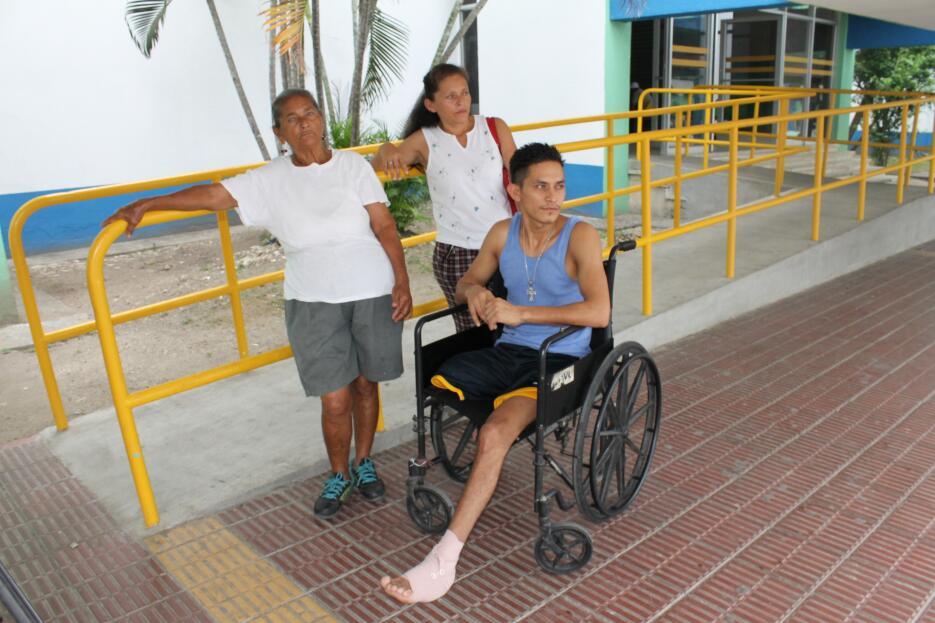 Finalmente, Andrés fue operado y lo externaron. Quedó en situación de ca...