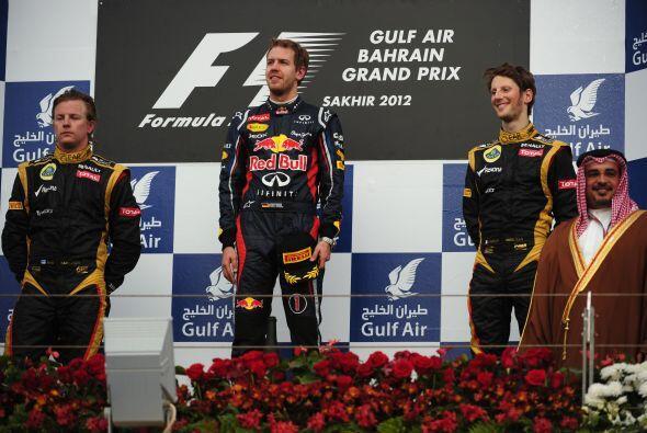A Vettel, lo acompañaron en el podio el finlandés Kimi Raikkonen y el fr...