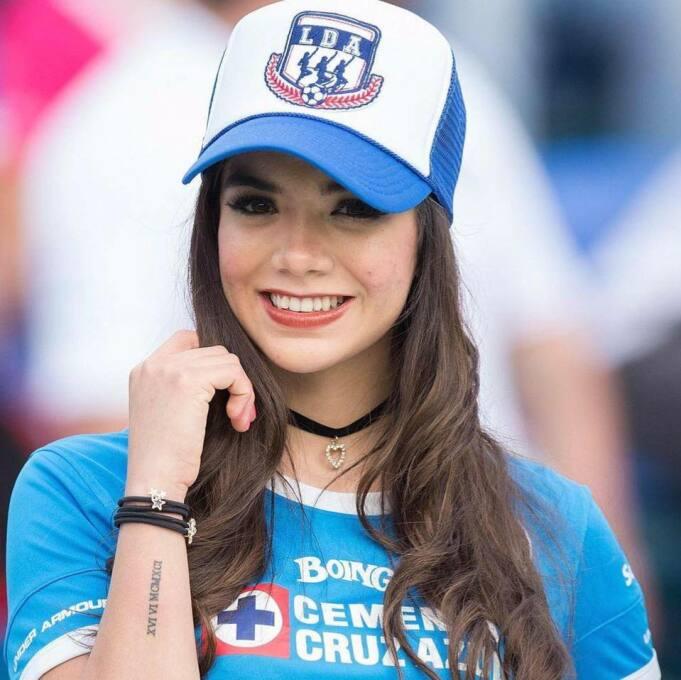 Michelle Pérez, una fanática muy sexy del Cruz Azul 16508679_99489293065...
