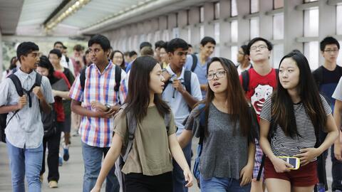 Estudiantes de la escuela secundaria de Stuyvesant en el primer día de c...