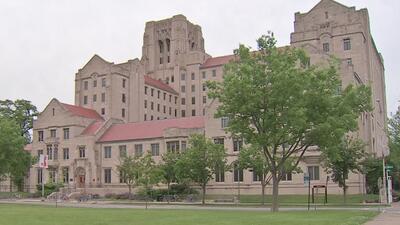 Universidad de Chicago anuncia cambios para facilitar la admisión de estudiantes latinos de bajos recursos