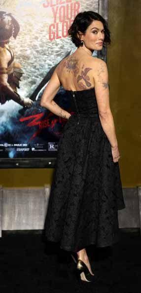 Si tienes tatuajes como Lena Headey, lucelos con elegancia.