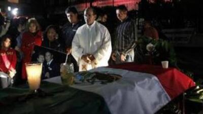 El improvisado funeral de Margarita Santizo, frente a las instalaciones...