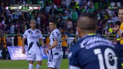Tarjeta amarilla. El árbitro amonesta a Diego Rodríguez de Club Tijuana