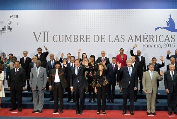 Imagen de la fotografía oficial de los asistentes después de la primera...