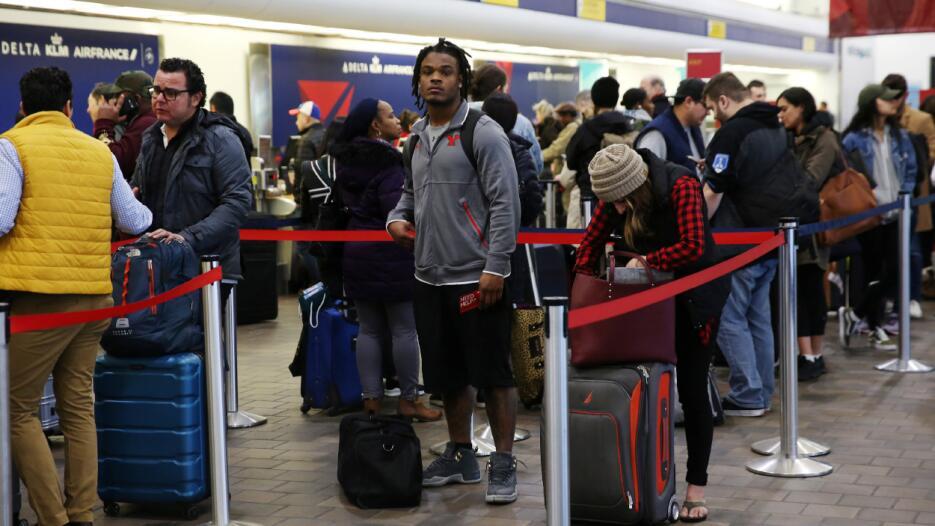 En LaGuardia fueron cancelados 533 vuelos, en JFK 333 vuelos y en Newark...