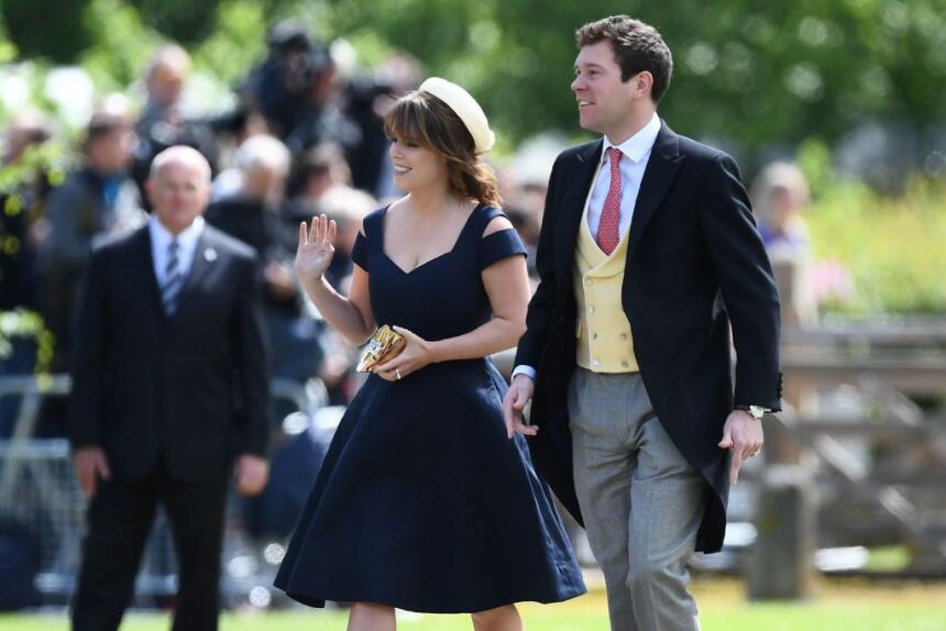 La Princesa Eugenia llegó con su novio Jack Brooksbank, luciendo un herm...
