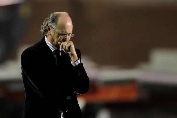 Roberto Falcao, entrenador del Inter, campeón copero del 2010, no sale d...