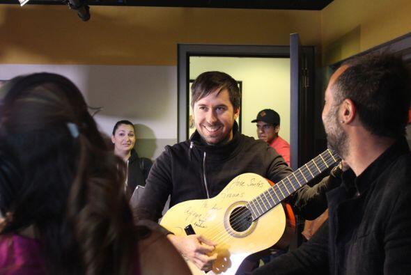 Pablo continua la melodía...