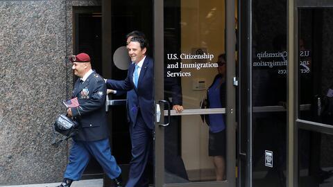 El veterano Héctor Barajas sale como ciudadano estadounidense de...