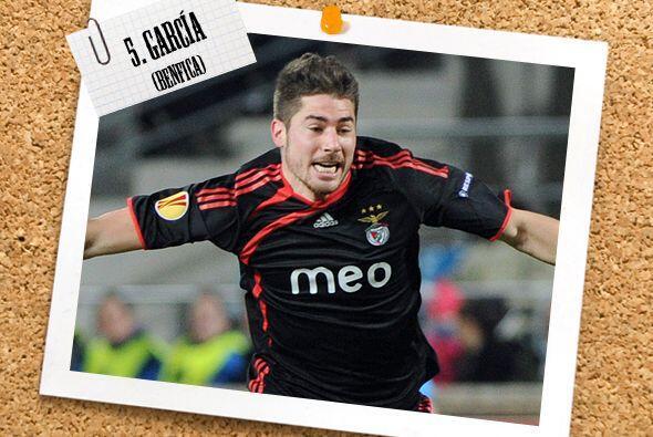 Ya en el medio campo, el español Javi García logró el gol de la victoria...