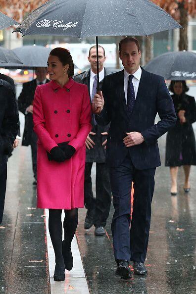 La lluvia ni la creciente pancita impidió que la duquesa siguiera con su...
