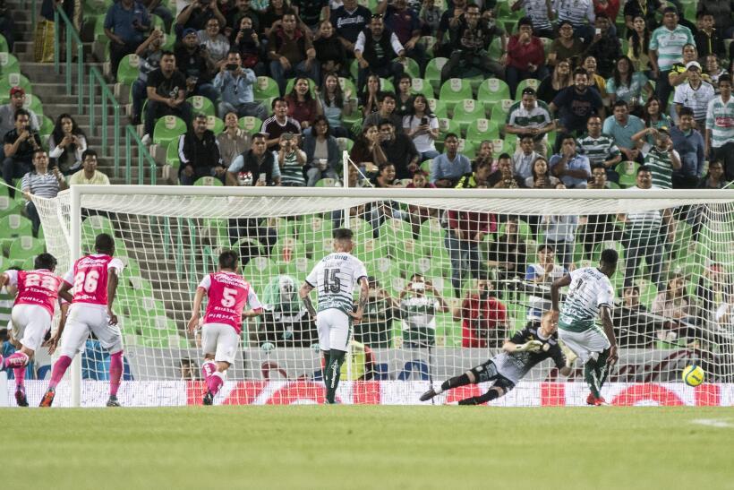Con el empate en el marcador, solo tardó el local seis minutos en irse e...