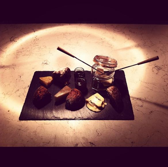 Sobre la mesa - Biko