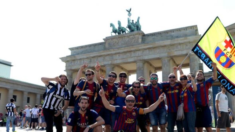 La camaradería predomina en las afueras del Estadio Olímpico de Berlín.