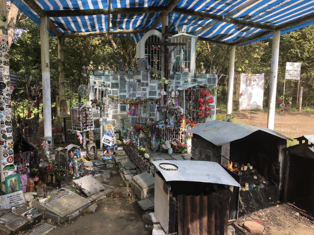 Uno de los altares dedicados a las víctimas de la tragedia de Armero.