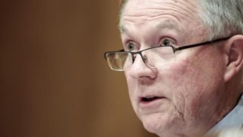 El Senador Jeff Sessions (republicano de Alabama),uno de los integrantes...