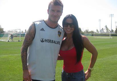 Otra vez Beckham buscando a Albita... ¡Picarón!