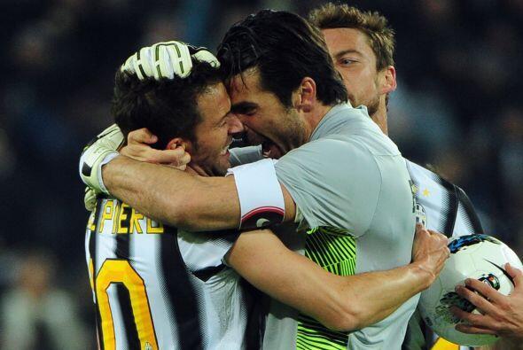 De este modo, Juventus superó una vez más al Milan, sólo por un punto.