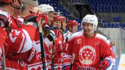 El Presidente de Rusia jugó un partido de hockey.
