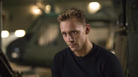 En esta imagen difundida por Warner Bros. Pictures, Tom Hiddleston en un...