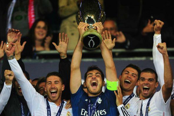 Real Madrid levantó la Supercopa europea tras derrotar al Sevilla y aquí...