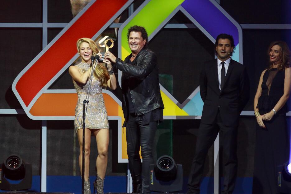 Ambos artistas tienen sangre colombiana. Shakira nació en Barranquilla y...