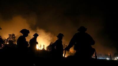 Más de 10,000 bomberos siguen lucha contra incendios en California