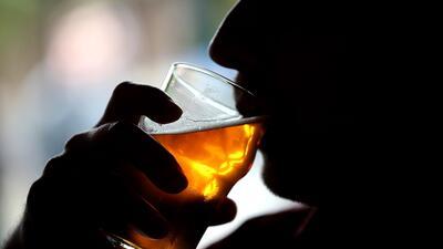 """""""Apagón total o en bloque"""": cómo las borracheras pueden tener un impacto irreversible en la memoria"""
