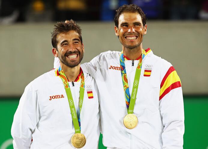 Los españoles Rafael Nadal y Marc López vencen a los rumanos Horia Tecau...