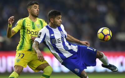 Jesús 'Tecatito' Corona jugó hasta el minuto 77' ante el T...