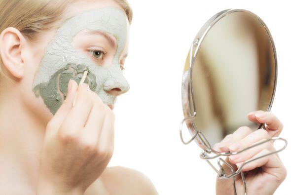 'Don't': exfoliarse de más. Si bien un 'scrub' elimina las capas viejas...
