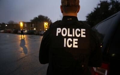 Foto de archivo. ICE detuvo a 101 inmigrantes en un operativo que se ext...