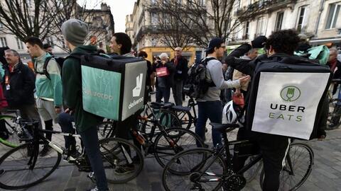 Servicios como de envíos de comida, como Deliveroo y Uber Eats, s...