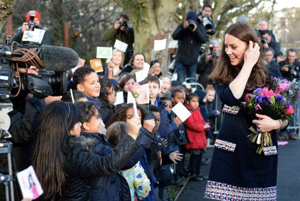Ahora visitó un colegio en Londres para la inauguración de un estudio de...