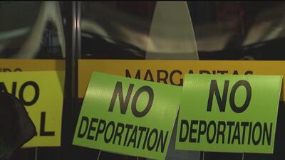 Comunidad hispana de Indiana se une en una voz de rechazo por operativos de ICE en un restaurante mexicano