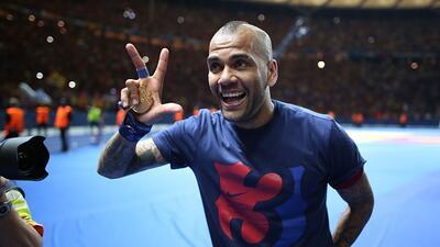 El lateral brasileño seguirá en el Barcelona dos temporadas más.
