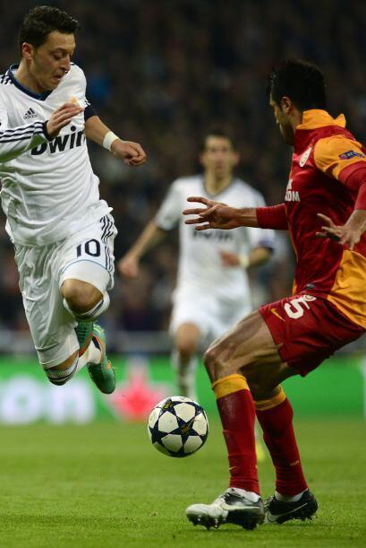Ozil hizo un buen partido dirigiendo el juego del Madrid.