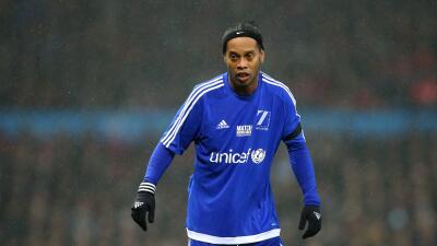 Ronaldinho sorprendido y emocionado por el cariño de aficionados en Ecuador