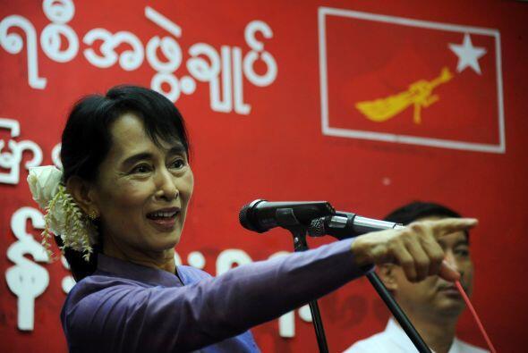 En 1991, mientras estaba presa, Aung San Suu Kyi fue galardonada con el...