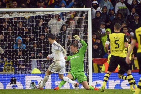 Quitándose al portero con un quiebre de crack, Ronaldo colocaba el 3-0,...